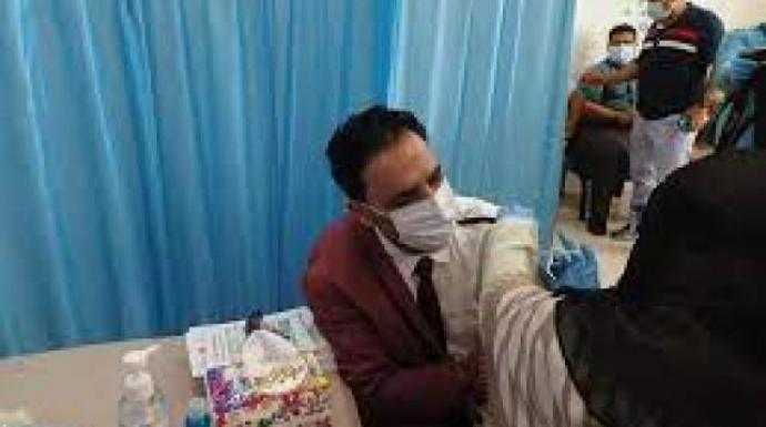 """مليشيا الحوثي ترفض ادخال لقاح """"كورونا"""" للعاصمة صنعاء وتدخله سرا للعاملين بالمنظمات الدولية"""